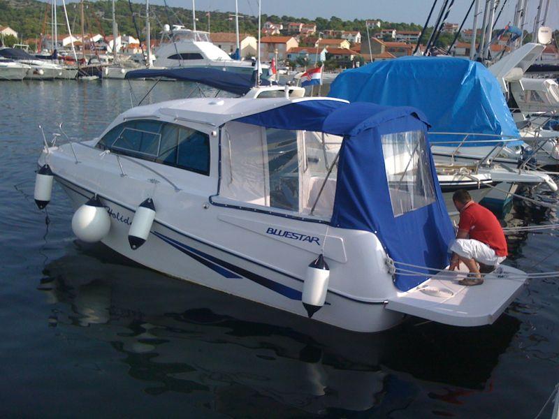 Bluestar Holiday Cabin Shaft Boat
